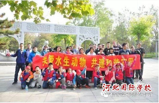 文明环保与我同行:中美学生参观博物院游览动物园